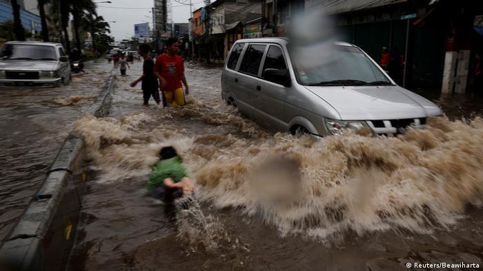 Indonesien Überschwemmung in Jakarta (Reuters/Beawiharta)