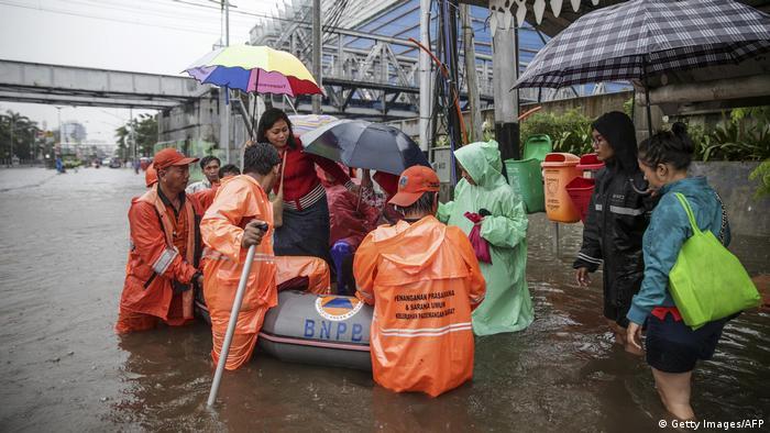 Indonesien Überschwemmung in Jakarta (Getty Images/AFP)