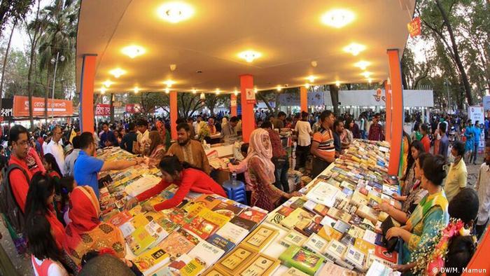 Bangladesch TheEkushey Book Fair (DW/M. Mamun)