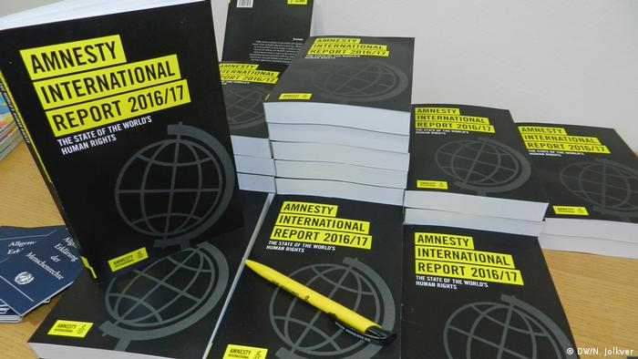 Deutschland PK Amnesty International Report 2016/2017 (DW/N. Jolkver)