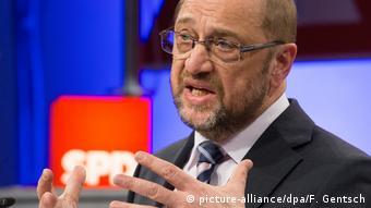 Arbeitnehmerkonferenz mit Martin Schulz (picture-alliance/dpa/F. Gentsch)
