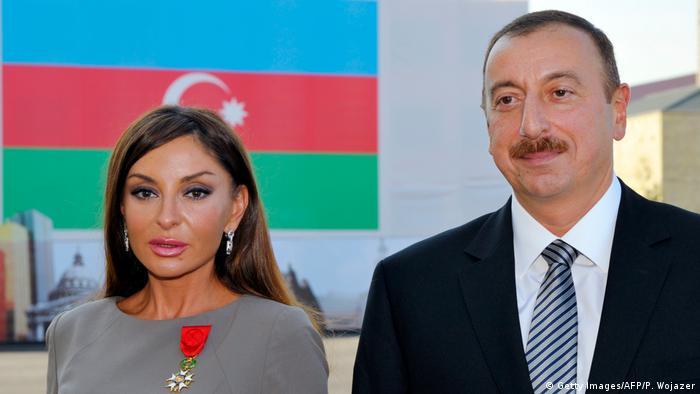 Aserbaidschan Präsident Ilham Alijew und Ehefrau Mehriban Aliyeva (Getty Images/AFP/P. Wojazer)