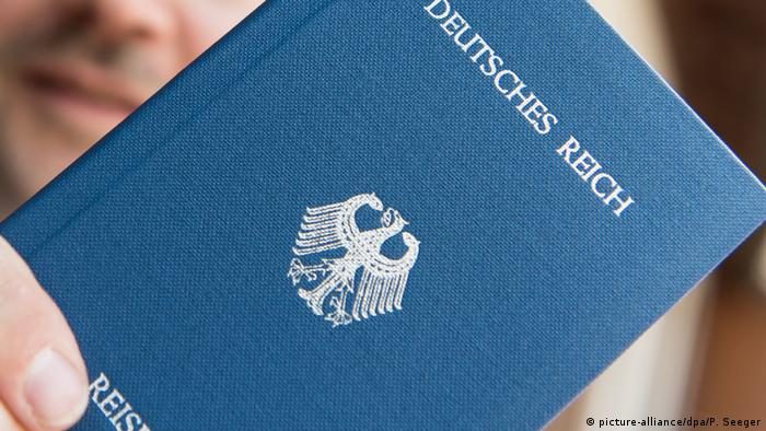 German Empire passport (picture-alliance/dpa/P. Seeger)