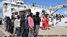 Italien Küstenwache rettet Flüchtlinge Object name ITALY - MIGRANTS - RESCUE - SEA Object name ITALY - MIGRANTS - RESCUE - SEA Object name ITALY - MIGRANTS - RESCUE - SEA