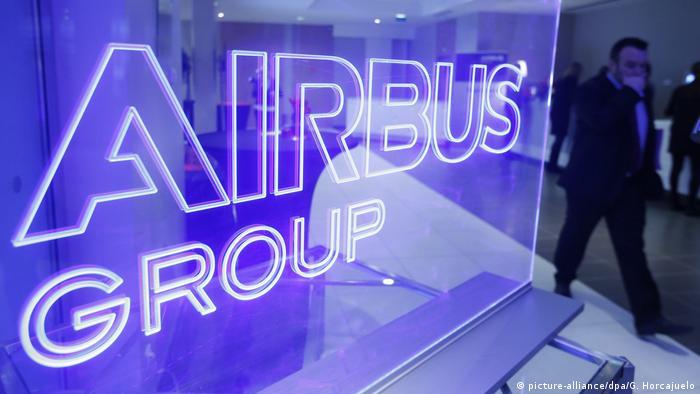 Airbus - Logo (picture-alliance/dpa/G. Horcajuelo)