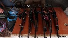 Titel Bild: Waffenmarkt in Erbil Stichworte: Irak, Iran, Waffe, Waffenhandel, Waffenmarkt, Waffenmärkte in Erbil, Kurdistan Beschreibung: Auf Waffenmärkten in Erbil (kurdisches Autonomiegebiet im Irak) werden u.a. auch Sturmgewehre verkauft. Diese Waffen werden zum Teil auch nach Iran geliefert. Rechteeinräumung: Lizenz: frei Quelle: Noda, Shafaf