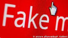 ARCHIV- ILLUSTRATION - Ein Mauszeiger ist am 01.12.2016 auf einem Computermonitor auf einem Button zu sehen, mit dem man eine gefälschte Nachricht melden kann. (zu dpa vom 10.02.2017:«Fake News»: Auf der Suche nach dem Gegengift) Foto: Franziska Gabbert/dpa-tmn/dpa +++(c) dpa - Bildfunk+++