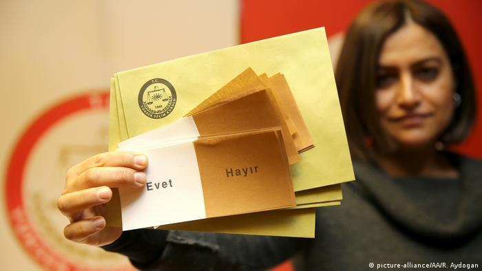 Türkei Referendum Stimmzettel (picture-alliance/AA/R. Aydogan)