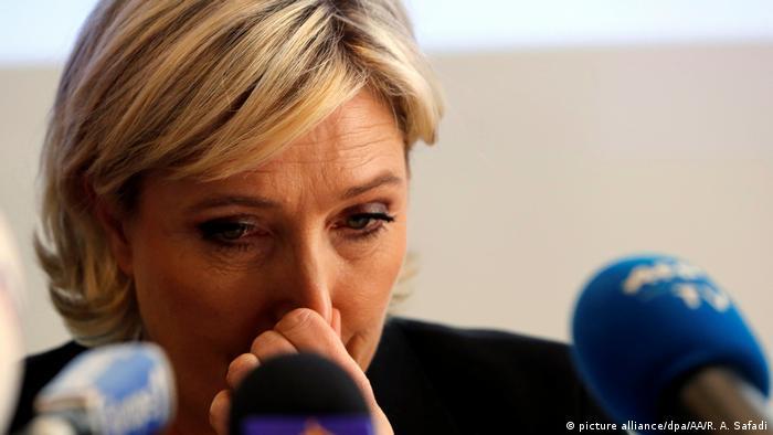 Libanon Marine Le Pen verweigert Kopftuch und bricht Treffen im Libanon ab