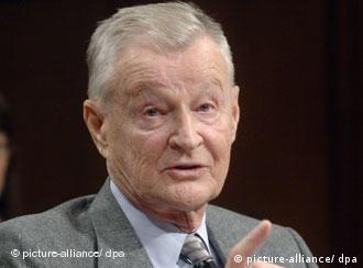 Brzezinski gilt als graue Eminenz der amerikanischen Außenpolitik. Er war jahrelang US-Sicherheitsberater und ist jetzt einer der außerpolitischen Berater im Stab von Obama. Quelle: dpa