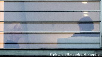 Фото с улицы: Кристин Лагард и Ангела Меркель беседуют в кабинете