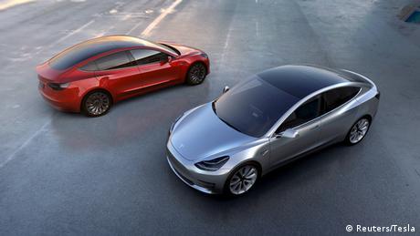 Tesla Motors Modell 3 electric cars (Reuters/Tesla)