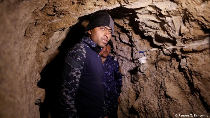 Irak Kampf um Mossul Polizisten im IS Tunnel (Reuters/Z. Bensemra)