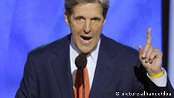 جان کری، رئیس کمیتهی روابط خارجی سنای آمریکا − او به زودی به دمشق میرود تا با بشار اسد گفتوگو کند