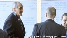 Der syrische UN-Botschafter, Bashar al-Jaafari (M), kommt zu Verhandlungen mit dem UN-Vermittler Staffan de Mistura, in den Sitz der Vereinten Nationen, am 23.02.2017 in Genf (Schweiz). Foto: Martial Trezzini/Keystone/dpa +++(c) dpa - Bildfunk+++ |