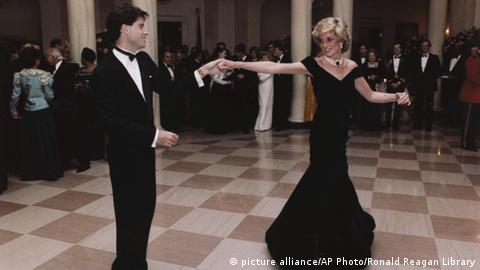 Diana dances with Travolta (picture alliance/AP Photo/Ronald Reagan Library)