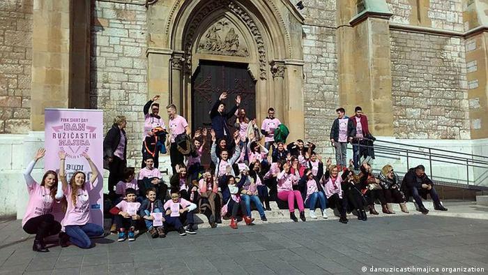 Bosnien - Peer Gewalt - Pink-shirt Day (danruzicastihmajica organization)