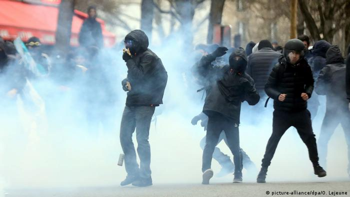 Frankreich Studentenproteste in Paris (picture-alliance/dpa/O. Lejeune)