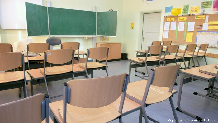 Symbolbild Klassenzimmer (picture alliance/dpa/S. Sauer)