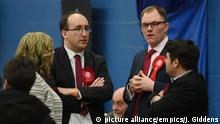 Labour party candidate Gareth Snell (second from right) during counting in the Stoke-on-Trent Central by-election at Fenton Manor Sports Complex in Stoke.(picture alliance/empics/J. Giddens)