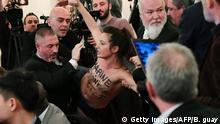 Paris Femen-Aktivistin bei Auftritt Le Pen (Getty Images/AFP/B. guay)