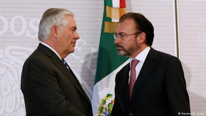 Mexiko US-Außenminister Tillerson auf Besuch mit Amtskollegen Videgaray (Reuters/C. Jasso)