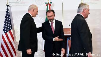 Mexiko US-Außenminister Tillerson auf Besuch mit Amtskollegen Videgaray und US-Heimatschutzminister John Kelly (Getty Images/AFP/R. Schemidt)
