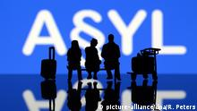 symbol asylum (picture-alliance/dpa/R. Peters)