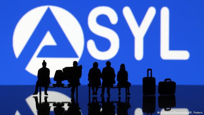 Symbolbild zur Integration von Asylanten im deutschen Arbeitsmarkt Emblem... (picture-alliance/dpa/R. Peters)
