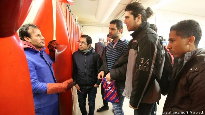 Kranhersteller in Rostock startet Ausbildung für Migranten