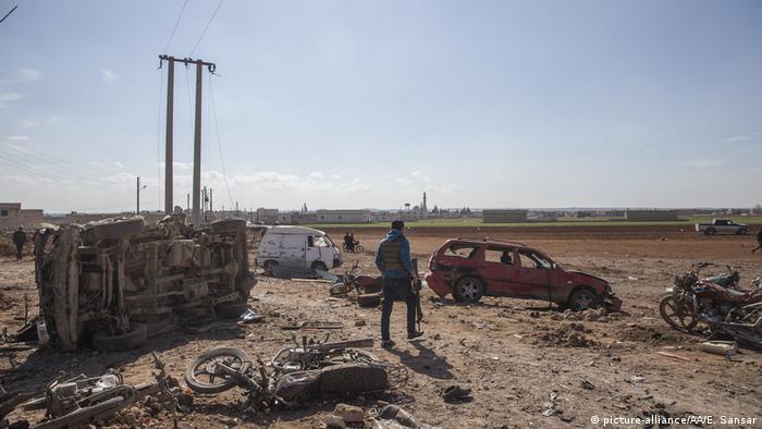 Al menos 29 personas murieron en Siria en un atentado con un coche bomba en la ciudad de Al Bab, en el norte del país, en un ataque que dejó además decenas de heridos. Así lo informó el Observatorio Sirio para los Derechos Humanos (OSDH). (24.02.2017)