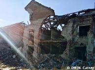 Разрушенный дом в поселки Пески Донецкой области