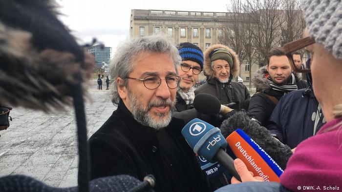 Berlin Türkei-Petition - Übergabe vor dem Bundeskanzleramt