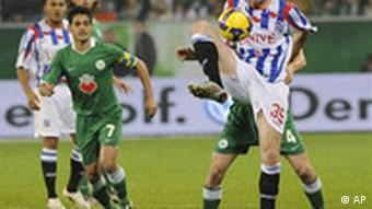 Heerenveen's Gerald Sibon, right, controls the ball during the UEFA Cup group E soccer match between VfL Wolfsburg and SC Heerenveen in Wolfsburg, Germany, Thursday, Nov. 6, 2008