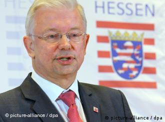 Hessens Ministerpräsident Koch mahnt Konsequenzen in Berlin an (Foto: dpa)