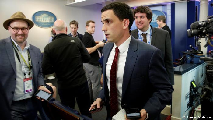 Journalisten verlassen das Weiße Haus in Washington (Reuters/Y. Gripas)