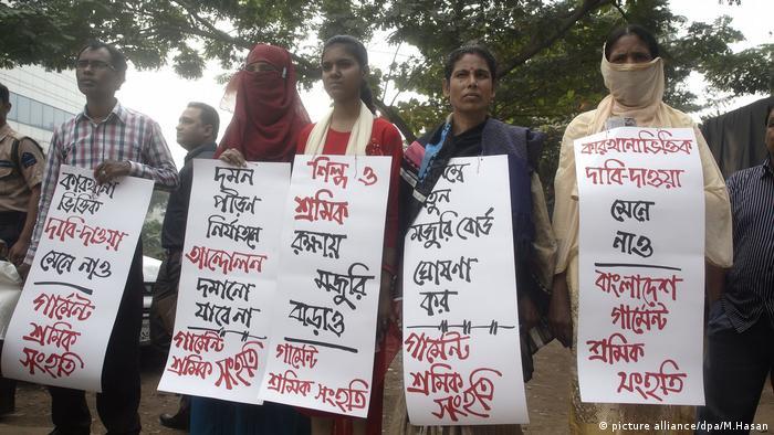 Bangladesch Textil Fabrik Arbeiter Protest (picture alliance/dpa/M.Hasan)