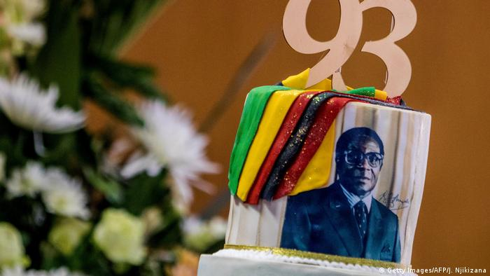 Simbabwe Robert Mugabe wird 93 (Getty Images/AFP/J. Njikizana)