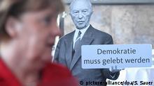 25.02.2017 Bundeskanzlerin Angela Merkel (CDU) nimmt am 25.02.2017 in Stralsund (Mecklenburg-Vorpommern) an der Landesvertreterversammlung der CDU teil, im Hintergrund ein Aufsteller mit dem Konterfei des früheren Bundeskanzlers Adenauer und dem Schriftzug Demokratie muss gelebt werden. Auf der Vertreterversammlung wird die Landesliste für die Bundestagwahl am 24.09.2017 aufgestellt. Foto: Stefan Sauer/dpa-Zentralbild/dpa +++(c) dpa - Bildfunk+++ | Verwendung weltweit