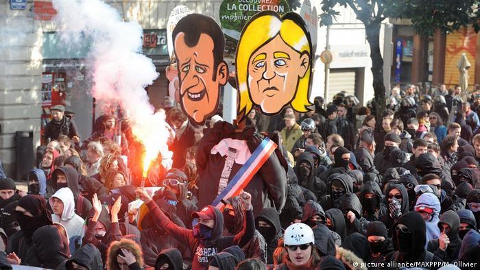 Ausschreitungen bei Demonstration gegen einen Auftritt von Marine Le Pen Front National (picture alliance/MAXPPP/M. Ollivier)