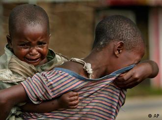 Die Politiker diskutieren, die Menschen leiden, wie hier nach einem Massaker im Dorf Kiwanja