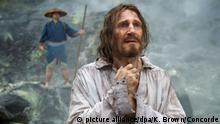 HANDOUT- Liam Neeson als Pater Ferreira in einer undatierten Szene aus dem Film Silence. Der Film kommt am 02.03.2017 in die deutschen Kinos. (zu dpa-Kinostarts vom 23.02.2017) - ACHTUNG:Verwendung nur für redaktionelle Zwecke im Zusammenhang mit der aktuellen Berichterstattung über den Film und nur mit Urhebernennung Foto: Kerry Brown/Concorde/dpa +++(c) dpa - Bildfunk+++ |