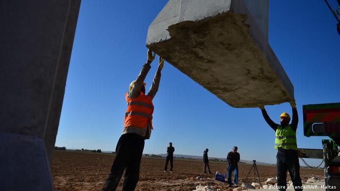 Muro sendo construído na fronteira entre a Turquia e a Síria
