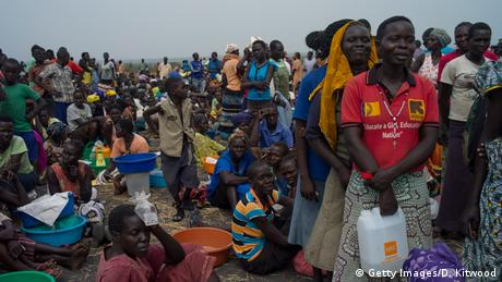 Refugees queuing for food in Uganda (Getty Images/D. Kitwood)