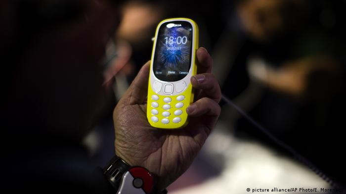 Neues Nokia-Handy 3310 wird in Barcelona beim Mobile World Congress präsentiert (picture alliance/AP Photo/E. Morenatti)