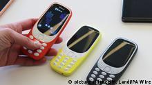 26.02.2017 +++Das neue des Nokia 3310 wird am 26.02.2017 in verschiedenen Farben vor Beginn des Mobile World Kongresses in Barcelona (Spanien) vorgestellt. Foto: Martin Landi/PA Wire/dpa +++(c) dpa - Bildfunk+++ |