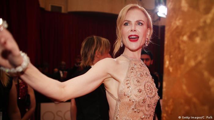 Nicole Kidman wearing an evening dress and smiling at the Los Angeles Oscars 89th Academy Awards (Getty Images/C. Polk)