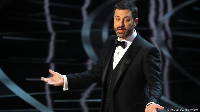 Jimmy Kimmel in Smoking auf der Bühne der 89. Oscar Academy Awards. (Reuters/L. Nicholson)
