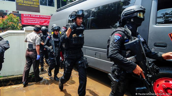 Indonesien Polizeieinsatz nach einer Explosion in Bandung (Reuters/Antara Foto/N. Arbi)