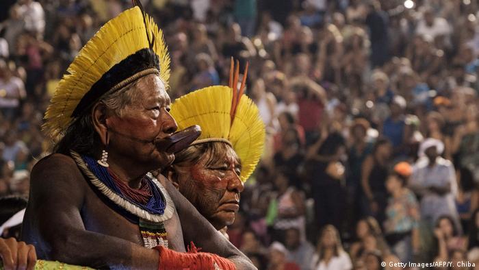 Brasilien Karnevalsumzug Rio Sambaschule Imperatriz (Getty Images/AFP/Y. Chiba)